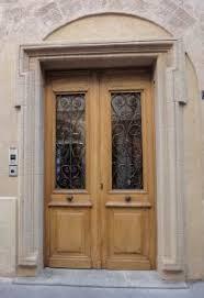 porte entree vantaux exemple porte d entrée ancienne 2 vantaux avec grilles doors