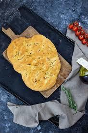 focaccia nach oliver rezept mit rosmarin und knoblauch