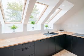 küche in dachschräge einbauen tipps und hinweise