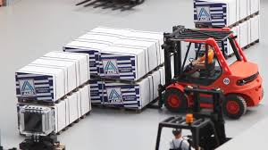RC Linde Forklift Works With Pallets - YouTube Linde Forklift Trucks Production And Work Youtube Series 392 0h25 Material Handling M Sdn Bhd Filelinde H60 Gabelstaplerjpg Wikimedia Commons Forking Out On Lift Stackers Traing Buy New Forklifts At Kensar We Sell Brand Baoli Electric Forklift Trucks From Wzek Widowy H80d 396 2010 For Sale Poland Bd 2006 H50d 11000 Lb Capacity Truck Pneumatic On Sale In Chicago Fork Spare Parts Repair 2012 Full Repair Hire Series 8923 R25f Reach