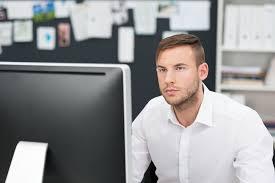 employé administratif salaire études rôle compétences