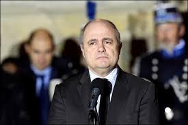le ministre de l intérieur visé par une enquête démissionne