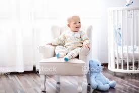 baby junge im schlafzimmer kinderzimmer bett für stockfoto und mehr bilder baby