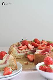 erdbeer rührkuchen mit käsekuchen schicht und streuseln