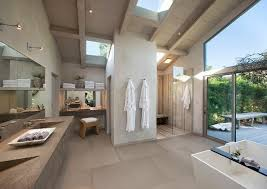 8 features your luxury master bathroom must