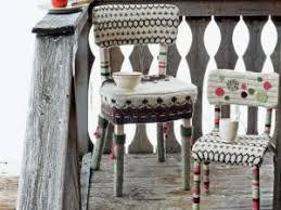des chaises habillées de tricot par mcidees