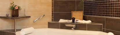badezimmer wand decke boden fliesen accessoires