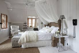 déco du blanc pour une chambre où on dort bien côté maison