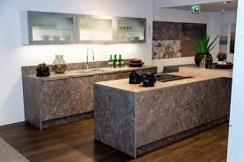 nolte küche mit mittelinsel marmor grau weiß softmatt
