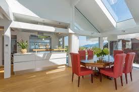 esszimmer stuhl dachschräge wohnküche balken es