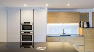 Moderne Weisse Küchen Bilder Moderne Küche Mit Holz Küchenstudio Laserer Hallein Bei