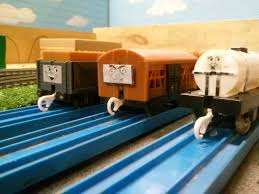 100 Trackmaster Troublesome Trucks Thomas Vhs