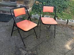 pair red and black samsonite folding chairs attainable vintage