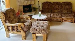 sitzecke sofa tisch holz sessel hocker