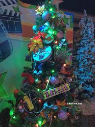 Plutos Christmas Tree Youtube by Updates For 2017 Holiday Season At Walt Disney World Deb U0027s Digest