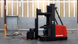 100 Turret Truck RAYMOND NARROW ISLE SWINGREACH TRUCK YouTube