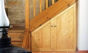 faire soi même un placard sur mesure sous un escalier