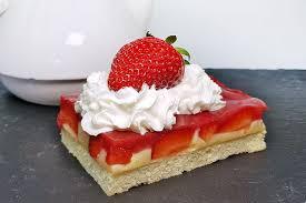 rezept fruchtiger pudding kuchen mit erdbeeren und joghurt boden low carb glutenfrei