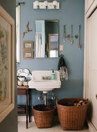 Royal Blue Bathroom Wall Decor by Best 25 Blue Bathroom Decor Ideas On Pinterest Bathroom Shower