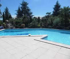 chambres d hotes dans le tarn l isatis piscine bord de rivière à st sulpice