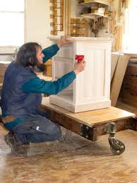 Amish Cabinet Makers Wisconsin by Amish Woodworker Working In Shop Die Amisch Mann Pinterest