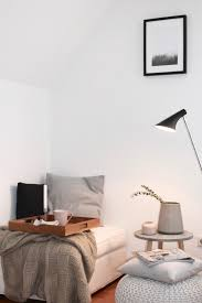 bäumchen raus sofa rein beistelltisch wohnzimmer