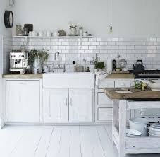cuisine bois blanchi idée décoration salle de bain cuisine vintage blanche aménagée