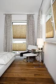 plissees wirkungsvoll mit gardinen kombinieren