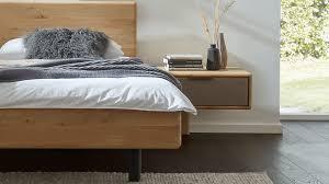 interliving schlafzimmer serie 1015 nachtkonsole 1543 sienafarbenes mattglas wildeiche breite ca 55 cm links