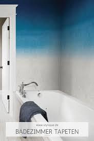 abwaschbare tapete in blau weißer holztüren optik tapeten