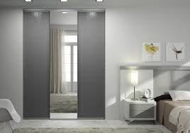 miroir pour chambre adulte idée pour le placard de votre chambre d adulte des portes