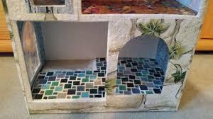 puppenhaus badezimmer wände beklebt mit weißen