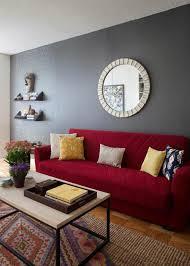 rotes sofa als das passendste möbelstück für jede