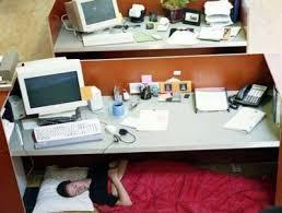 dormir sous bureau paule certains souvenirs ne s effacent jamais