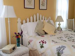 Beachy Headboards Beach Theme Guest Bedroom With Diy Wood by Best 25 Picket Fence Headboard Ideas On Pinterest Fence