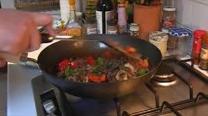 cuisiner le boeuf comment cuisiner du boeuf aux poivrons exotique cuisine vins
