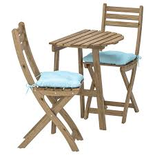 Table F Wall+2 Fold Chairs, Outdoor ASKHOLMEN Grey-brown Stained, Kuddarna  Light Blue Blue