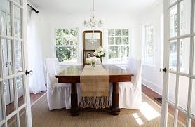 A Country Farmhouse Wonderful Blog Has Sisal Rug Under Her Dining Room Table