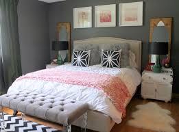 wandgestaltung grau schlafzimmer schwarz weiss rosa akzente