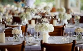 l de table élément indispensable pour une déco de mariage