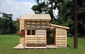 Put Guests Up In Style With An Backyard Guest House Made Of Recycled Pallets You Can Go As Small Or Large Like