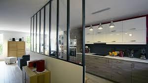 cuisines ouvertes cuisine ouverte sur séjour rayonnage cantilever