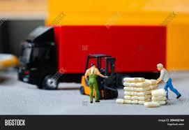 100 Free Semi Truck Games Miniature Figures Image Photo Trial Bigstock