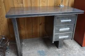 bureau metal industriel affordable bureau style industriel design u