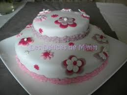 deco gateau en pate a sucre gâteau fleuri pâte à sucre les délices de mimm