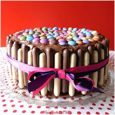 decoration patisserie en chocolat layer cake chocolat framboise smarties finger une