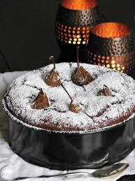 schokoladenkuchen mit versunkenen nougatbirnen