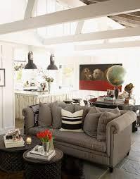 kleines wohnzimmer einrichten mit grauen sofa und runden