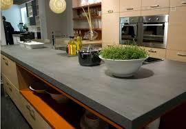 cuisine plan travail cuisine plan de travail en îlot de cuisine moderne foncé en