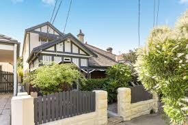 100 Weekend Homes Fewer Homes For Sale Add Bumps To Sydneys Weekend Auction Market